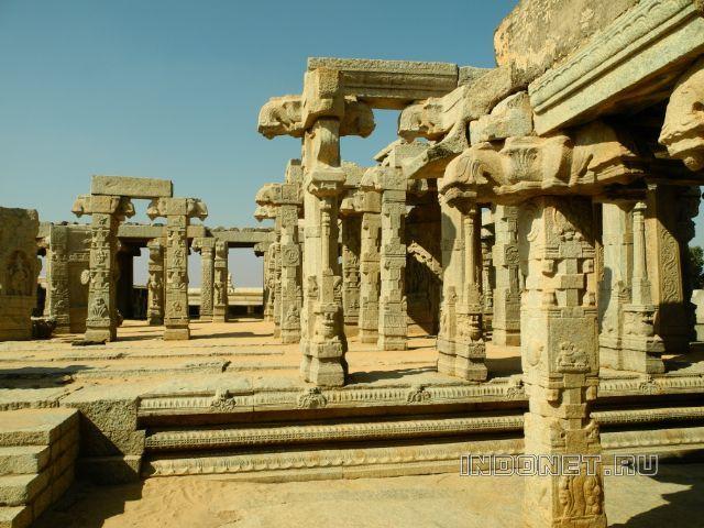 Храм Вирабхадры в Лепакши