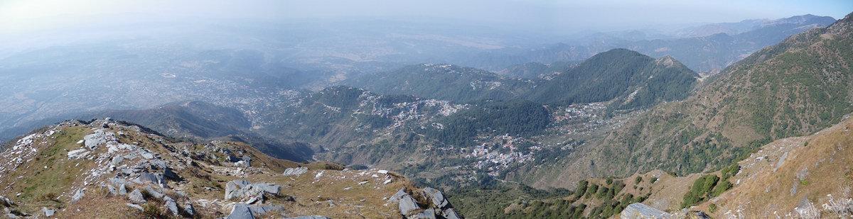 Панорама Дхарамсалы из Триунда