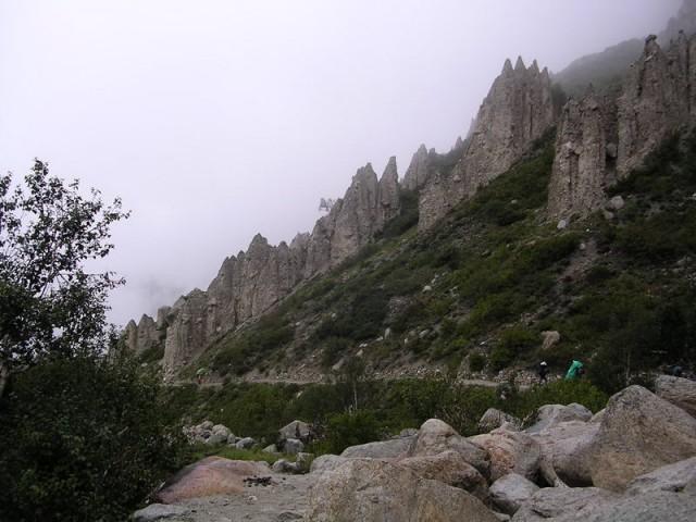 Бхуджбаса, скалы