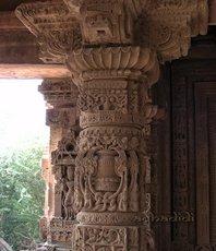 Колонны храма ХариХара