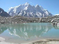 Гималаи. Ледниковое озеро и Бхагиратхи