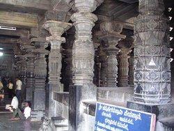 Белур, колонны храма