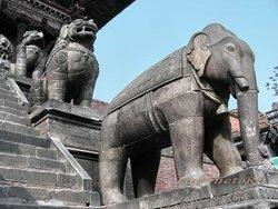 Натьяпола, слон