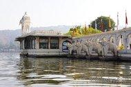 Thumb_India-Udaipur_Jadnivas.jpg