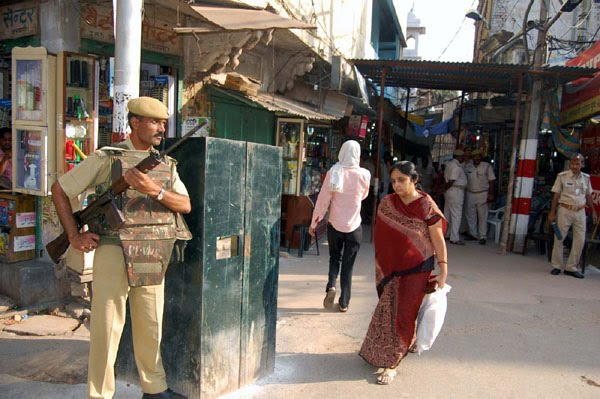 29varanasi-security.jpg