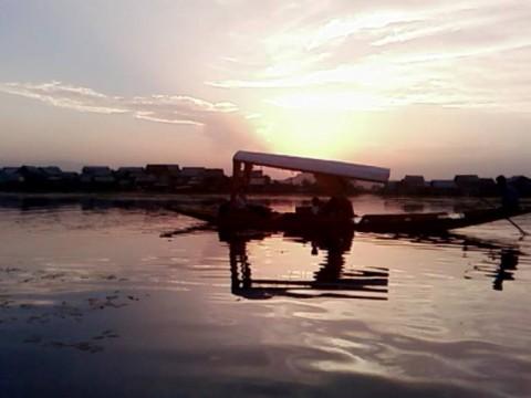 Вечер на озере Дал Лейк