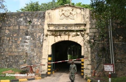 Тринкомали.Ворота форта Фредерик