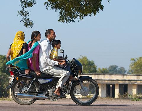Семейный транспорт! (по дороге в Каджурахо)