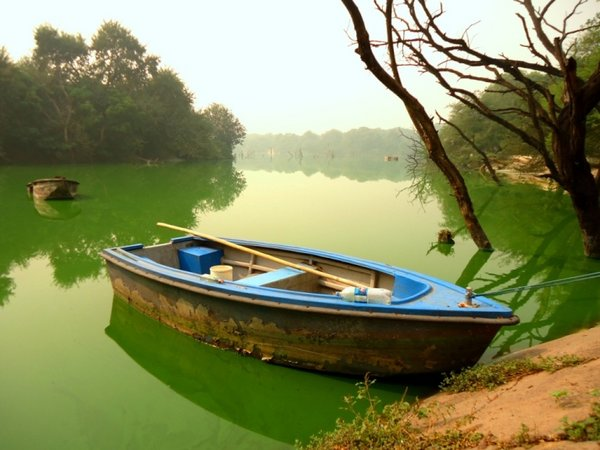 Озеро в Хауз Кхасе