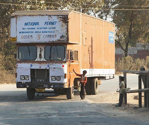 ТАТА – грузовик-консерва.