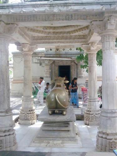 Храм Шивы в АчалГархе