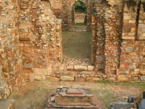 Мехраули, гробница Балбана
