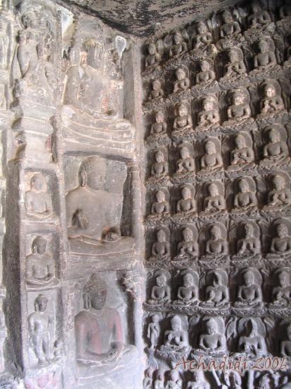 Фото стены пещерного храма Аджанты