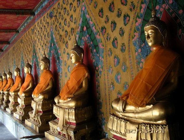 Будды, галереи в храмах Бангкока