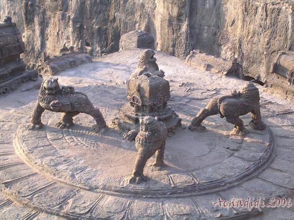 Каменные львы Кайласанатхи в Эллоре
