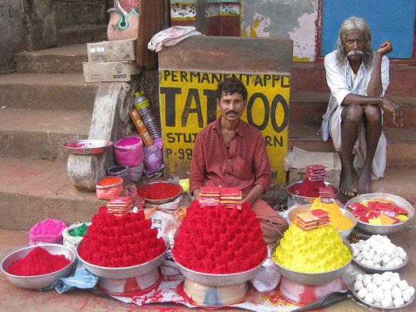 Маха-Шиваратри в Гокарне. Продавец красок