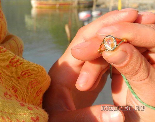 Астрологический совет для четверга - желтая одежда и желтый сапфир