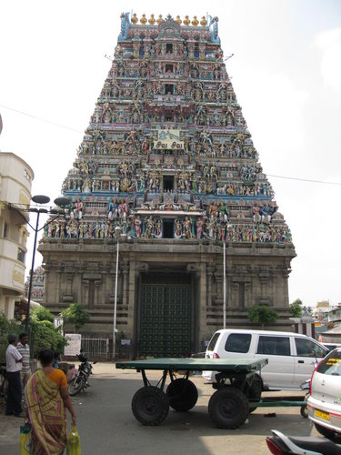 один из гопурамов храма Капалишвара в Ченнаи