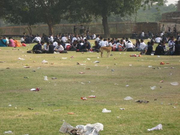 Индийских школьников водят на специальные пикники в исторические места.