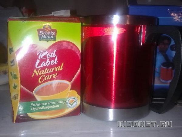 красный чай из красной кружки