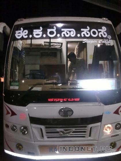 государственный спальный автобус в индии (слиппербас)