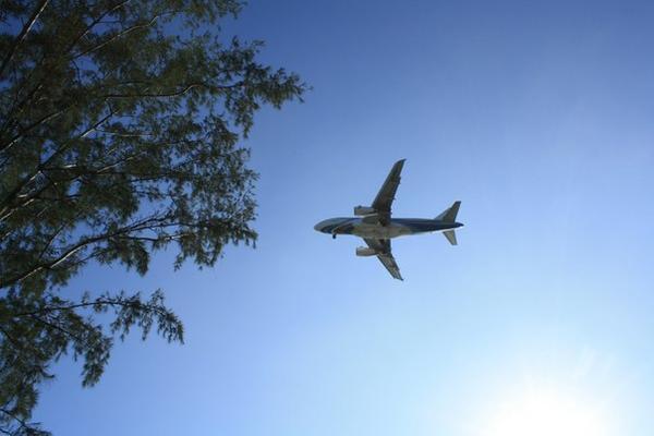 Самолет на Самуи