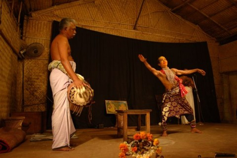 Игра в театре катакали