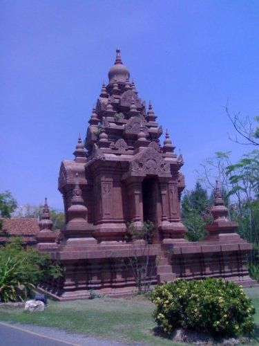 Древний город - по стилю храм как индийский дравидский периода паллава