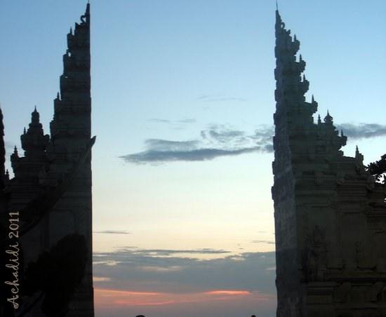 Балийские ворота и вечернее небо