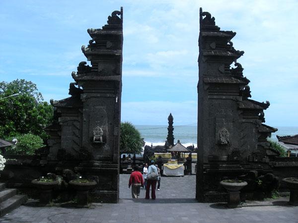 Вход в балийский храм