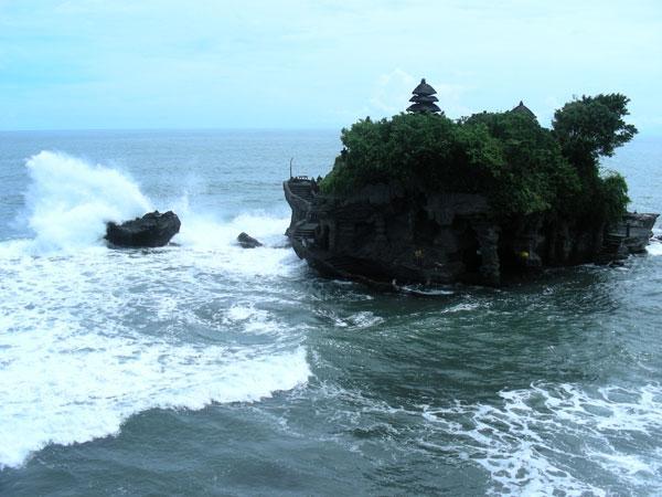 Бали. Храм на скале Танах Лот