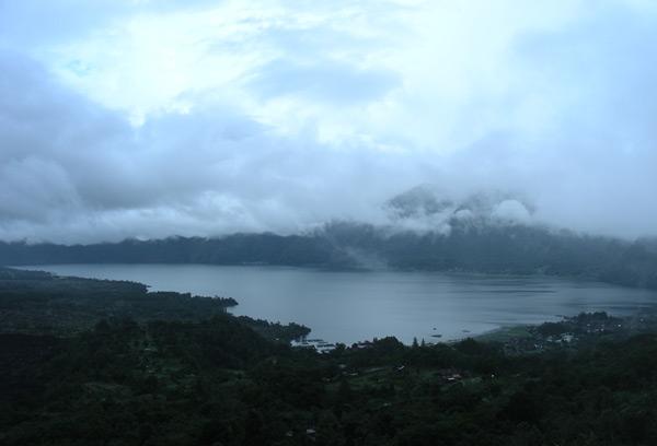 Bali_vulcan_ozero.jpg