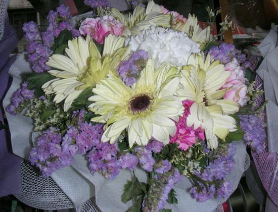 фото букетов - пастельный букет с хризантемами