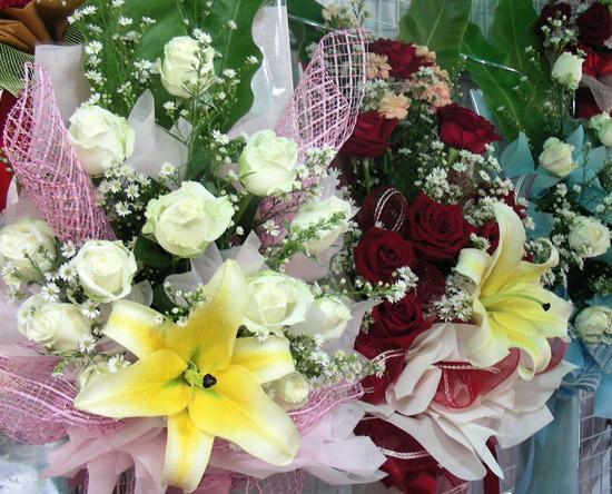 фото букетов - букет из лилий и роз