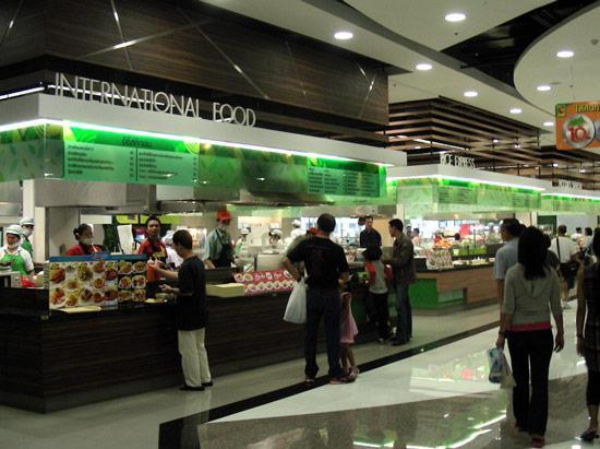Бангкок, big c, тут готовят еду прямо перед глазами
