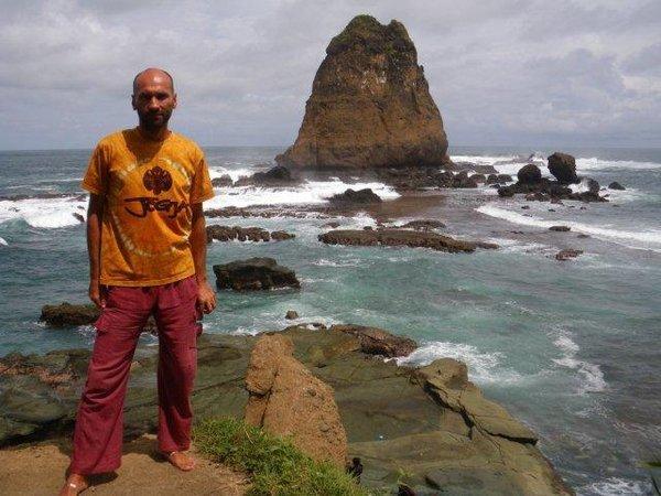 Автор в Танджунг Попуме, на юге острова Ява