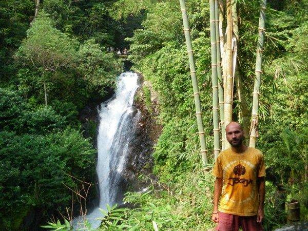 Автор на фоне водопада, южный  Бали