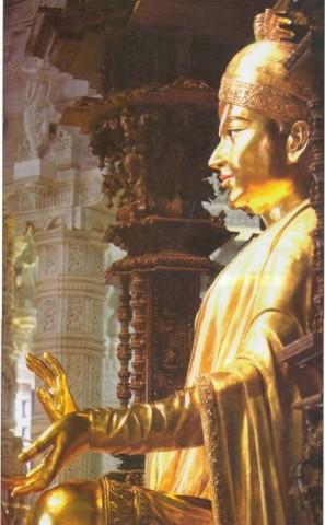 Акшардхам, статуя Сваминарайяна