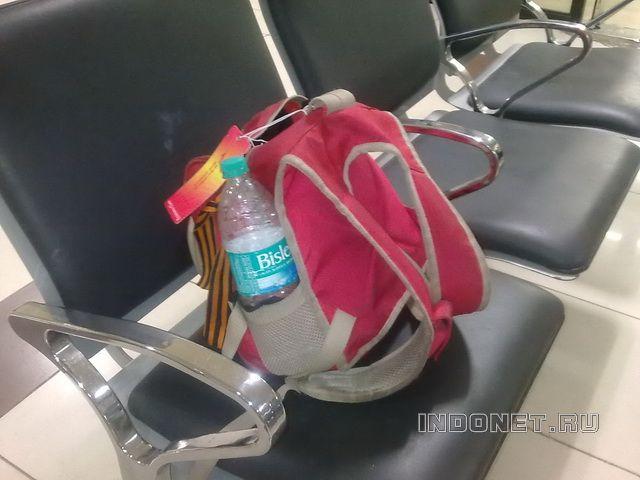 В индийских аэропортах не отнимают воду