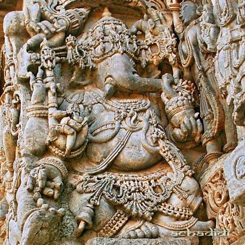 Ганеша, скульптура стены в Халебиде, Карнатака, Индия