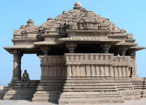 Маленький храм Сасбаху - храм невестки