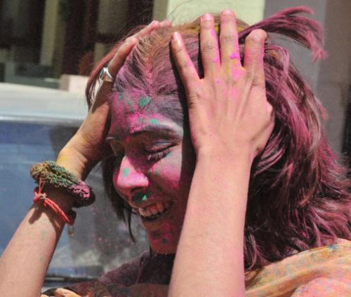 Холи - сумасшедший праздник! Фото V. Sreenivasa Murthy