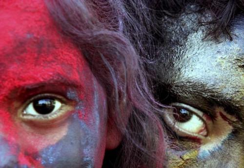 Холи в Калькутте (Колкате). Детишки отрываются. фото AP с thehindu.com