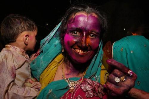 Холи в Пакистане. Хинду комьюнити в Пакистане тоже празднуют Холи. Photo: AP, thehindu.com