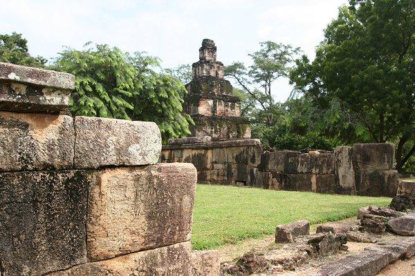 Квадрат и его руины