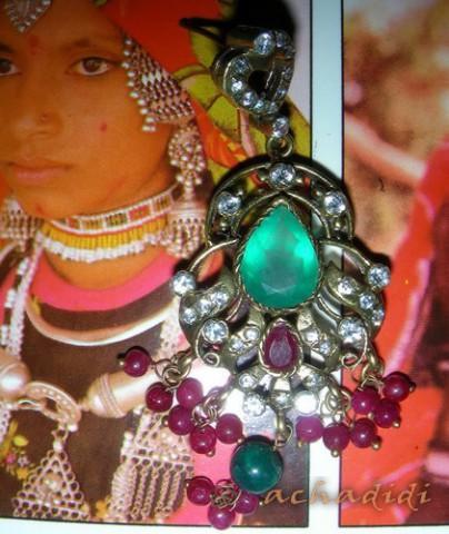 Индийские серьги из желтого метала с натуральными камнями, Раджастан
