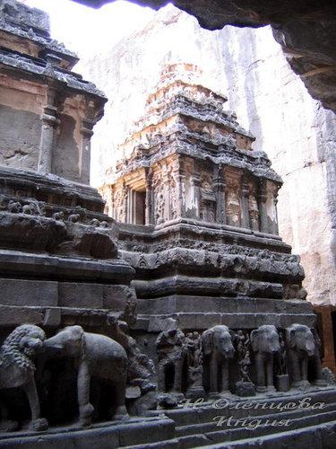 Скальный храм в Эллоре