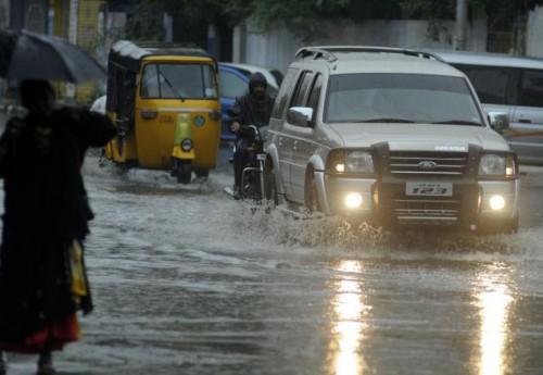 Улицы Ченнаи, муссон в Тамиле в конце августа