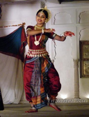 Танцовщица одисси из школы танцев РангДжи мандира