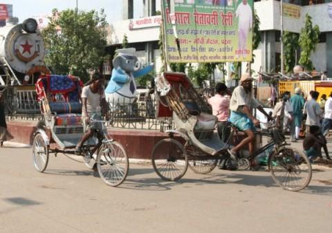 """Педальные"" рикши на вокзале Patna Junction"